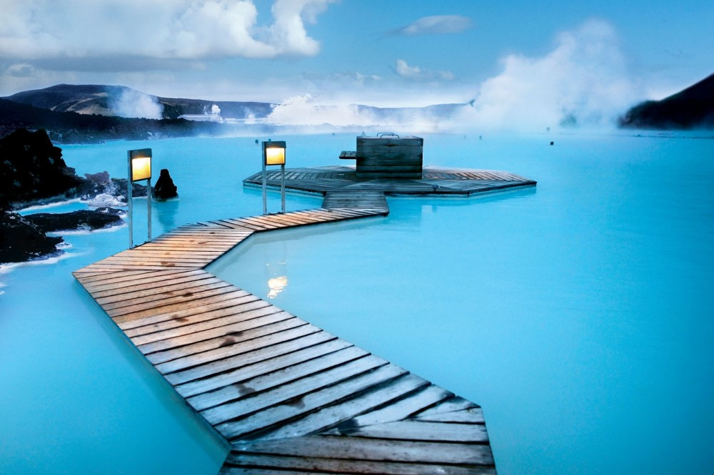 Image from https://guidetoiceland.is/book-holiday-trips/the-blue-lagoon--golden-circle-tour
