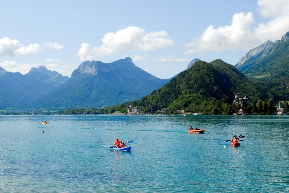 Image from www.savoie-mont-blanc.com/en/Discover/Worth-visiting/Natural-heritage/Pictures-Lake-Annecy